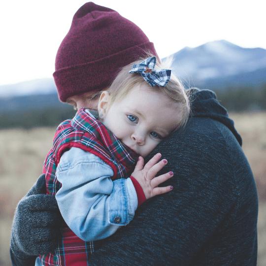 Narzędzia Pozytywnej Dyscypliny: Przytulanie dziecka.